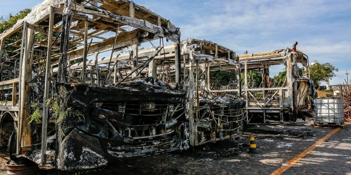 Três ônibus são queimados em novos ataques em MG