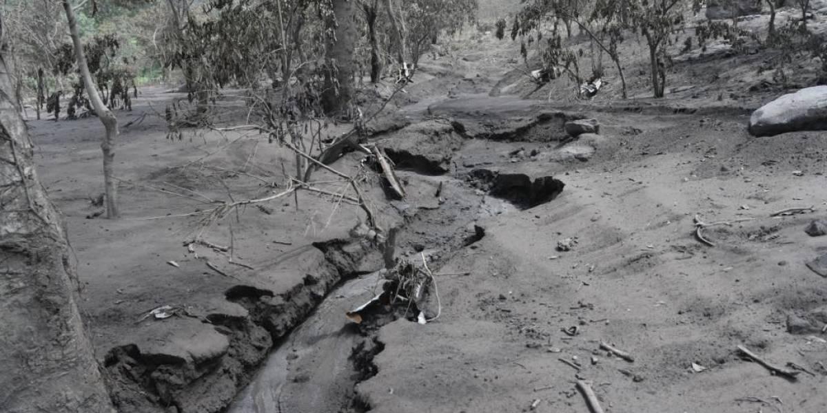 Conred informa que descienden lahares por varias barrancas del volcán de Fuego