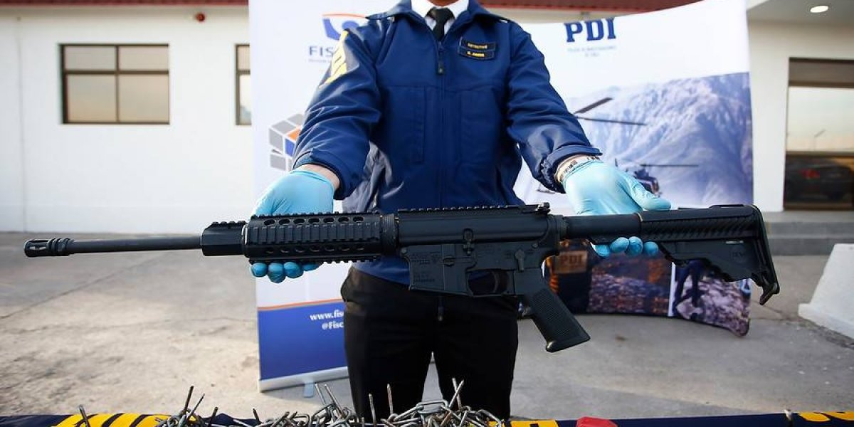 Incautación de armas de guerra no se detiene: PDI halló un fusil semiautomático al detener a 29 delincuentes de tres bandas