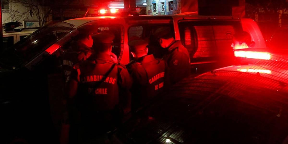 Carabineros detienen a balazos a tres sujetos que intentaron arrollarlos tras control en Conchalí