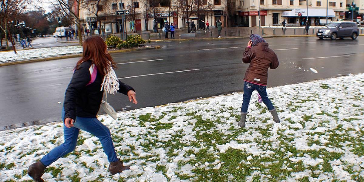 Revelan los puntos de Santiago donde caerá nieve el fin de semana: frío polar, fuertes lluvia y violentas marejadas sacudirán además la zona central