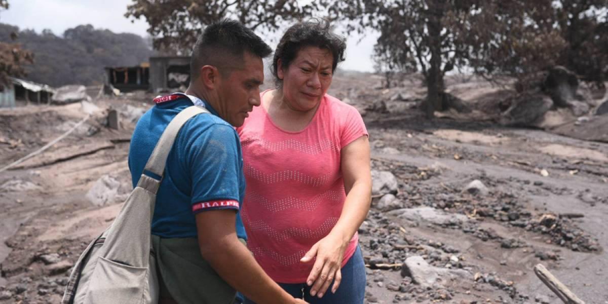 Busca a 40 familiares que murieron soterrados tras erupción de volcán en Guatemala