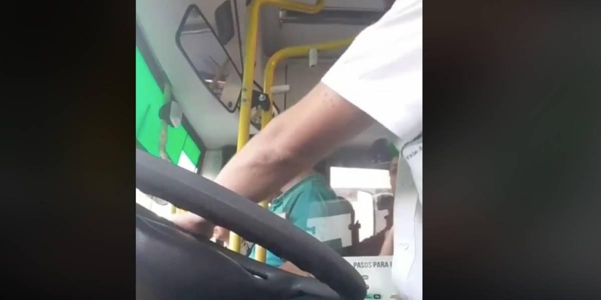 """""""Un crack"""": El chofer que se volvió estrella de las redes sociales por enseñar modales a sus pasajeros"""