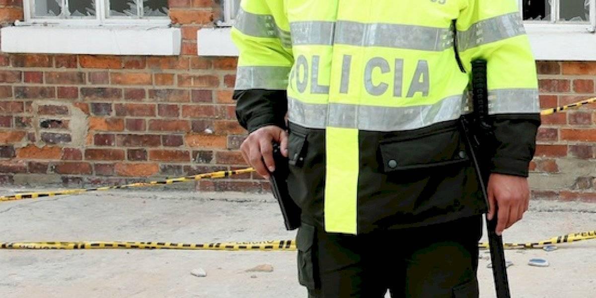 Policía esposó a su pareja y le tumbó tres dientes en Bogotá