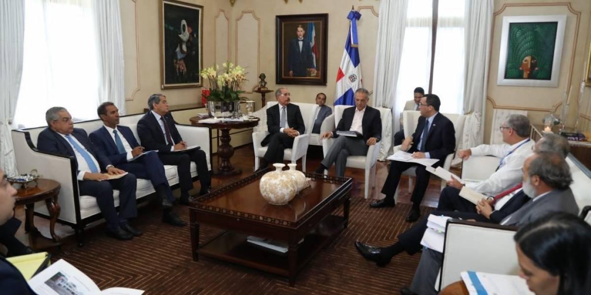 Danilo Medina recibe informe sobre avances edificaciones escolares y estancias infantiles