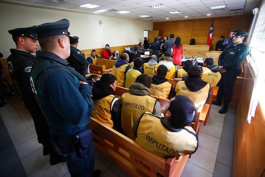 Formalizan a 29 detenidos de tres bandas que tenían un fusil semiatomático