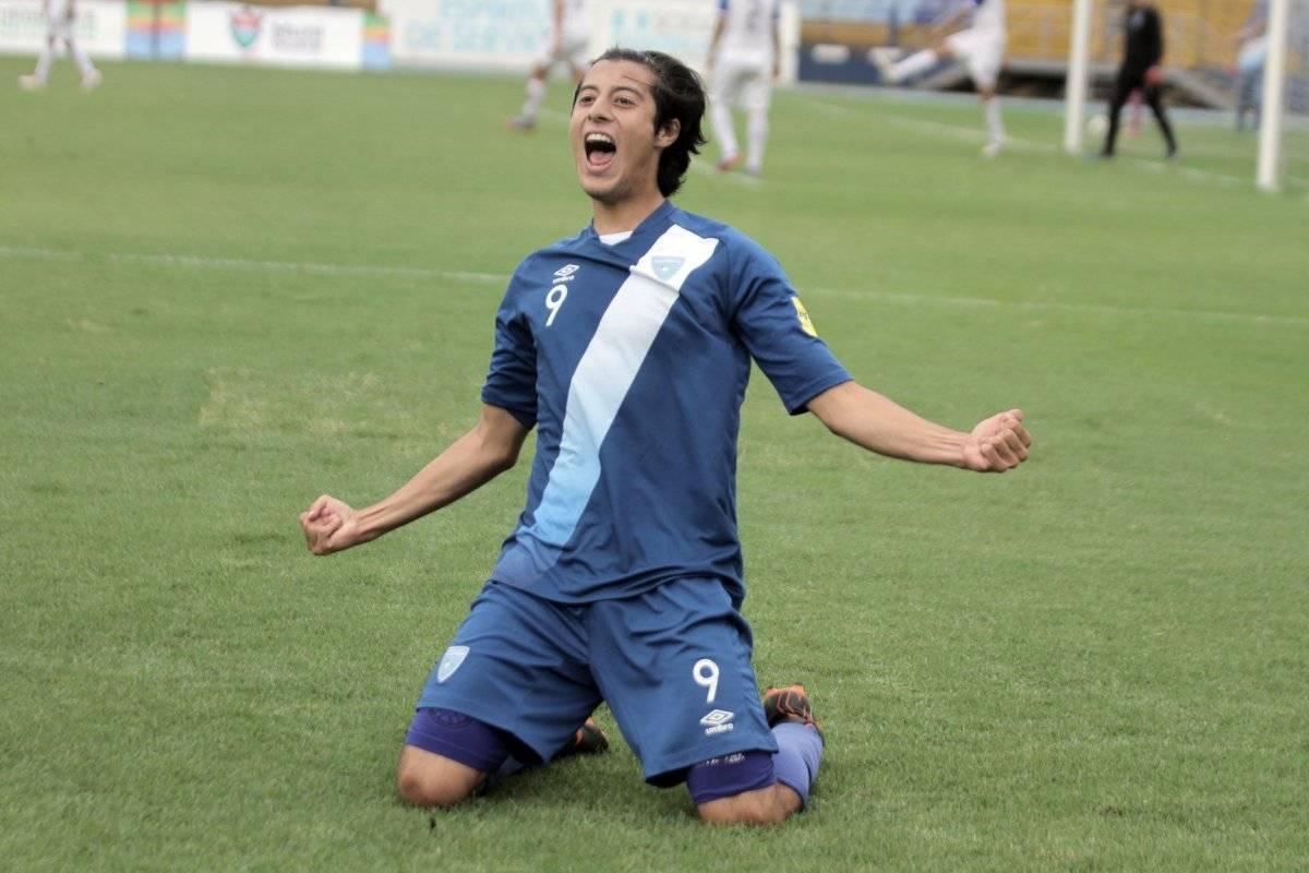 Un jugador guatemalteco celebra su anotación ante Honduras