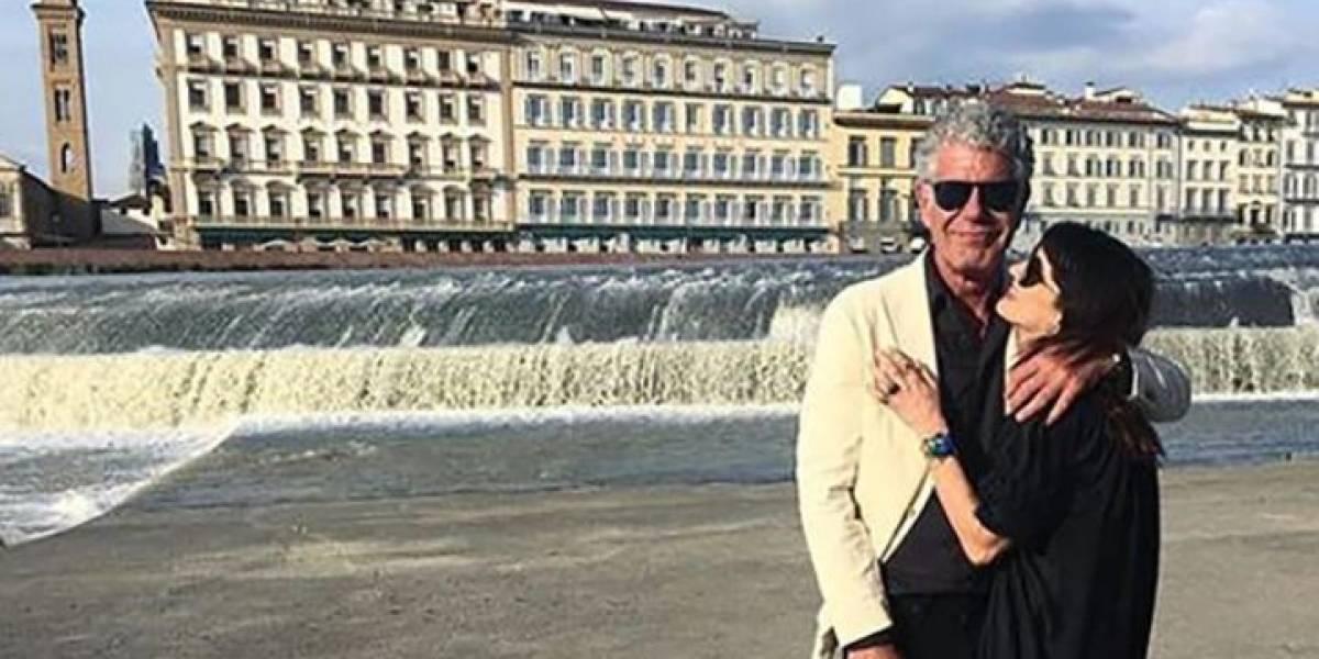 Namorada de Anthony Bourdain faz comovente declaração após trágica morte do companheiro