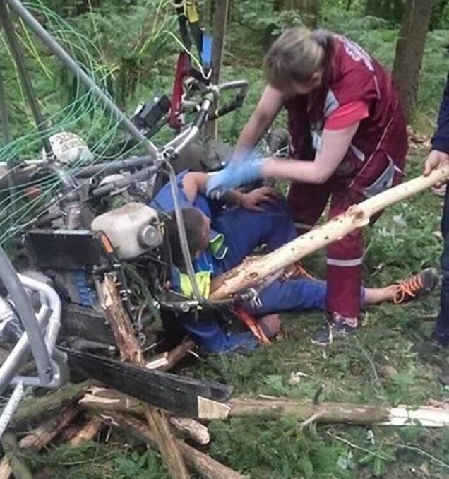 """Un bielorruso sufrió un accidente en el que un tronco atravesó su hombro y su reacción fue bromear diciendo """"Soy Groot"""""""