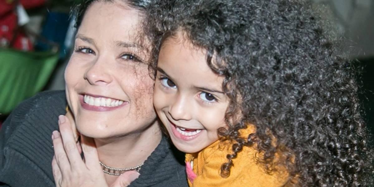 Samara Felippo dá dicas para mães que querem manter cabelos cacheados dos filhos