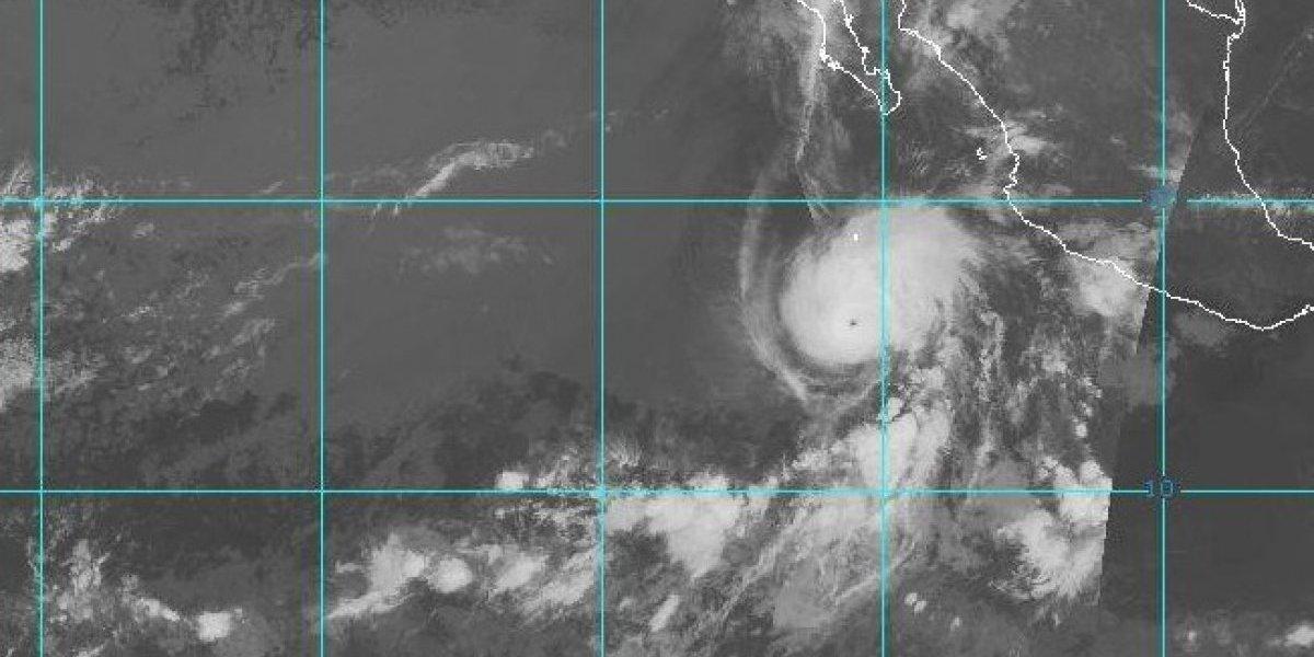 Se fortalece el huracán Aletta