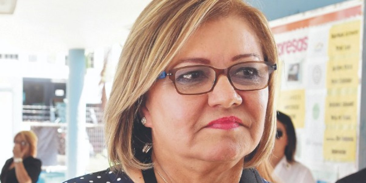 Norma Burgos radica moción de desacato pesquisa CEE por contenedores