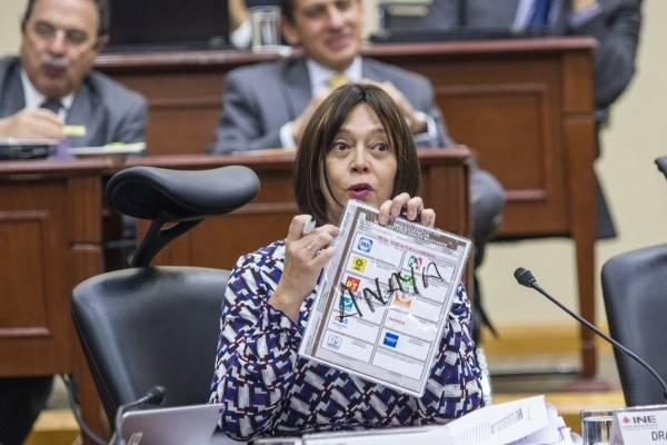 Adriana Margarita Favela Herrera, consejera electoral, durante la sesión en que se aprobó reforzar la capacitación de los funcionarios de Mesas Directivas de Casilla y Mesas de escrutinio y cómputo