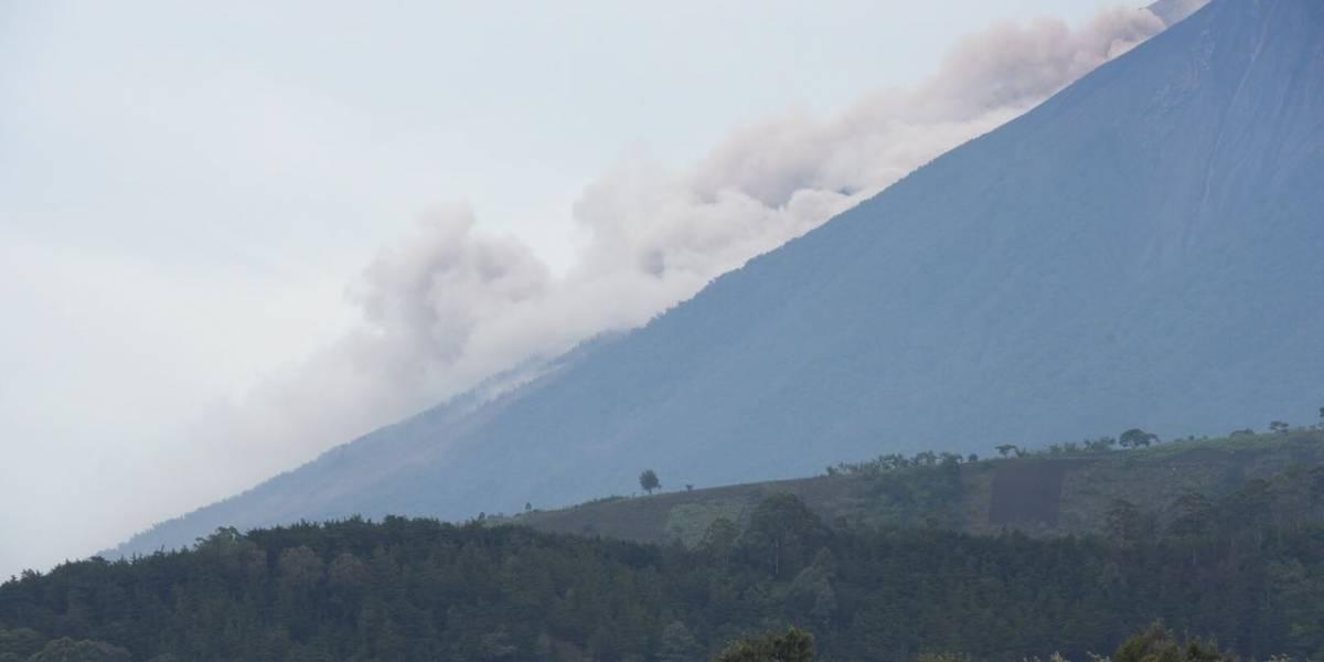 Nueva evacuación en área afectada por descenso de material del volcán de Fuego