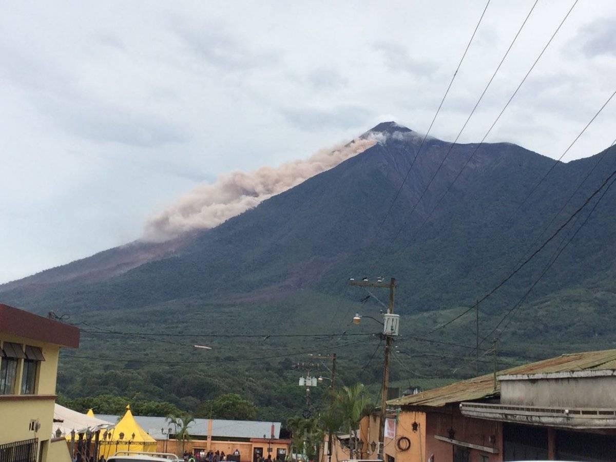 descenso de material del volcán de Fuego