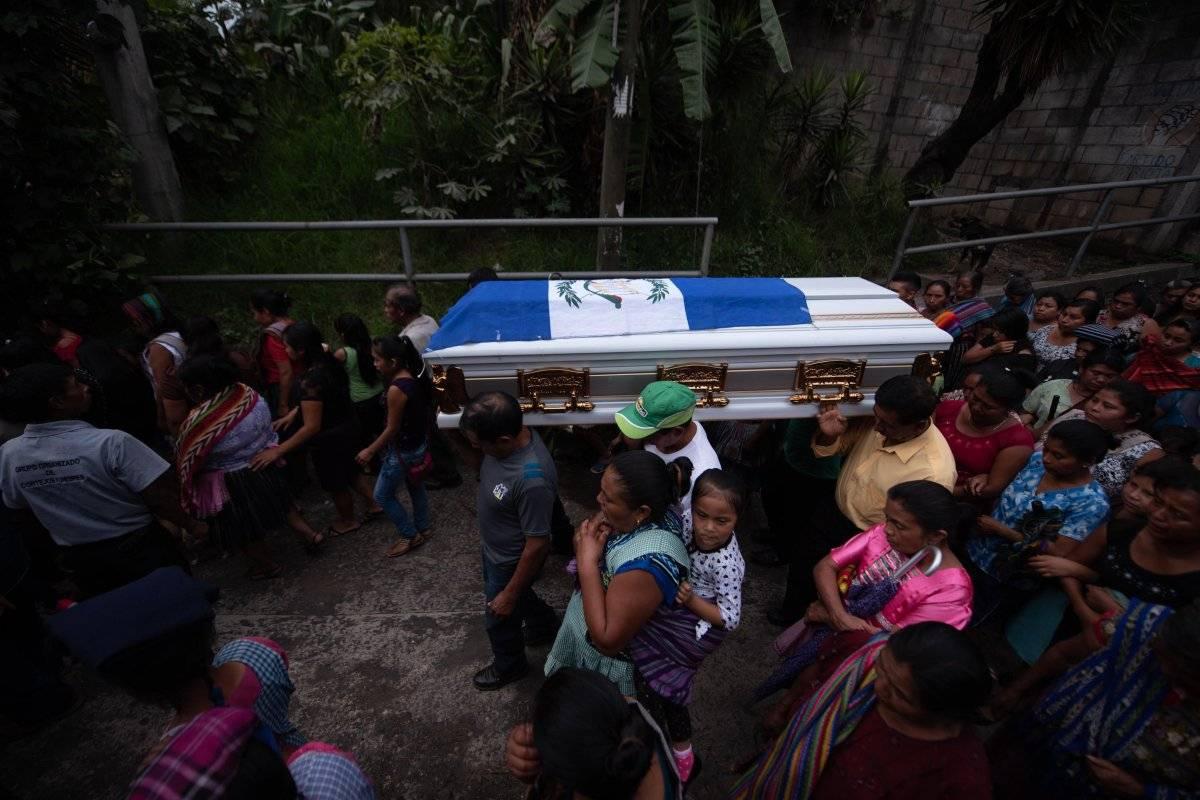 Guatemala sigue despidiendo a las víctimas de la erupción con desazón y pena EFE