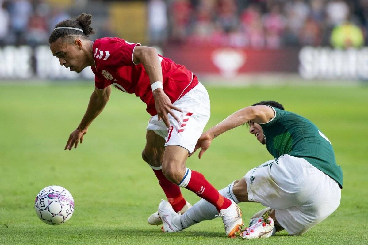 Una acción del amistoso ganado por Dinamarca
