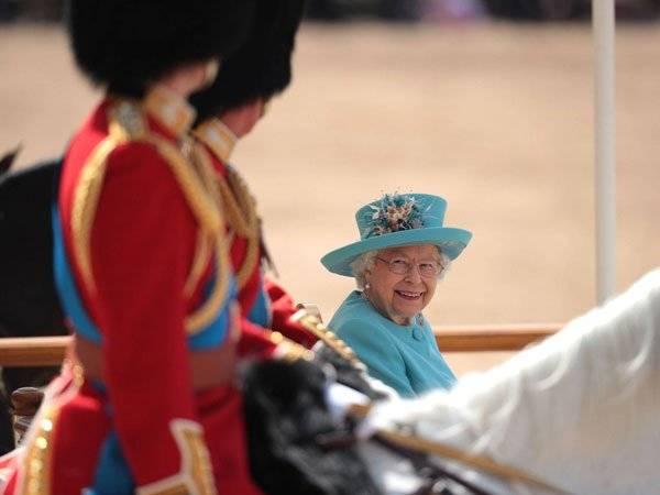 Isabel II Meghan Markle Reina