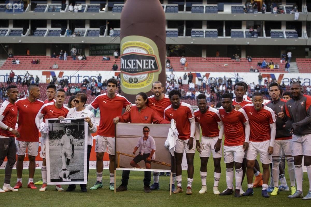 Liga de Quito recordó al equipo periodístico de diario El Comercio con emotivo homenaje Api