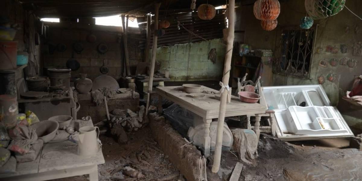 Declaran inhabitables comunidad y finca tras la erupción volcánica