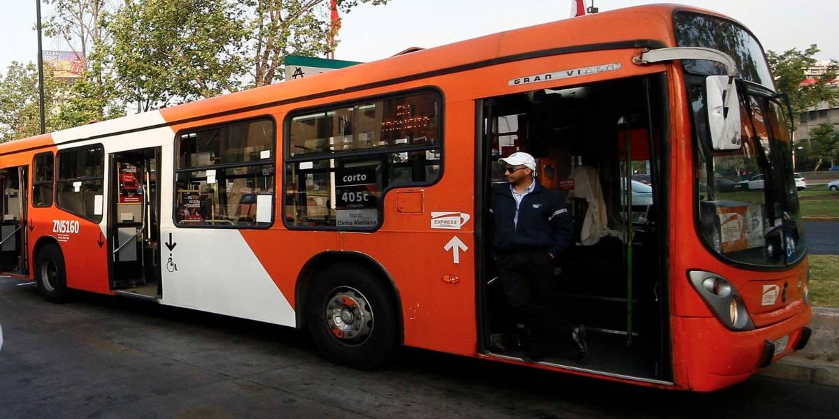 """""""Iba caminando comiéndome un kojak"""": la insólita explicación de un ex conductor del Transantiago que se """"robó"""" un bus y desató una persecución en Quilicura"""