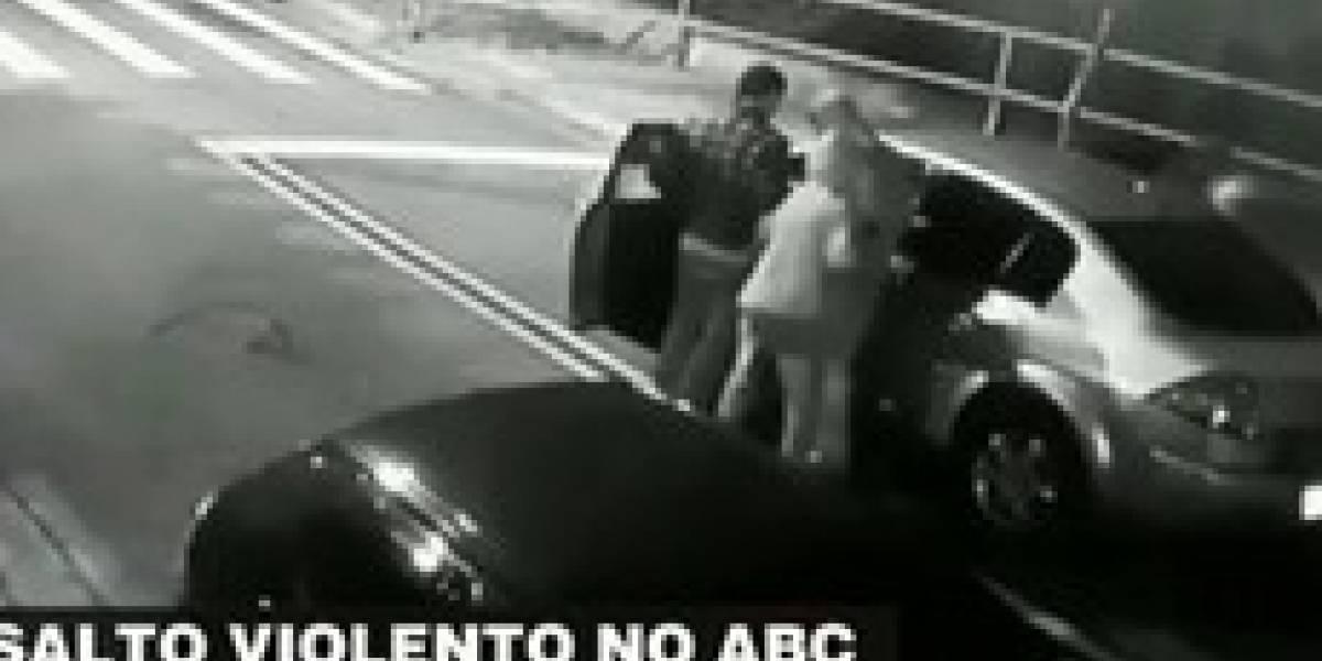 VÍDEO: Vítima de roubo no ABC é obrigada a ensinar ladrão a dirigir