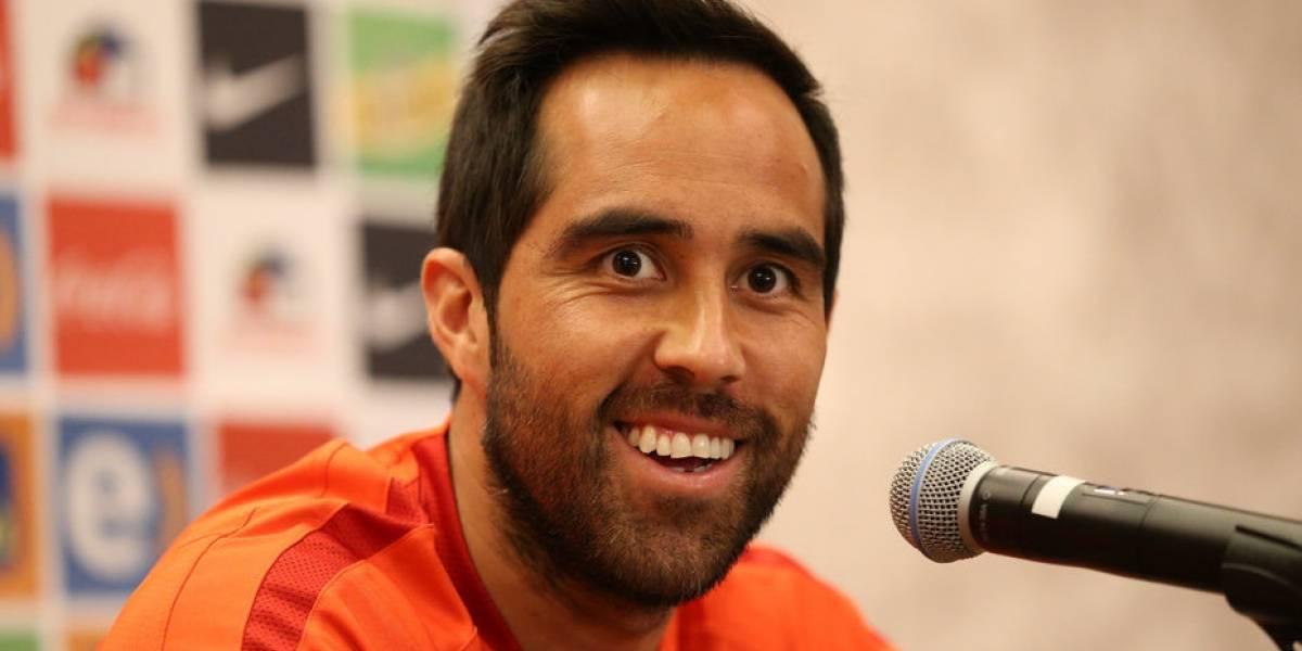Claudio Bravo, capitán de la selección de Chile, ahora promociona un dron