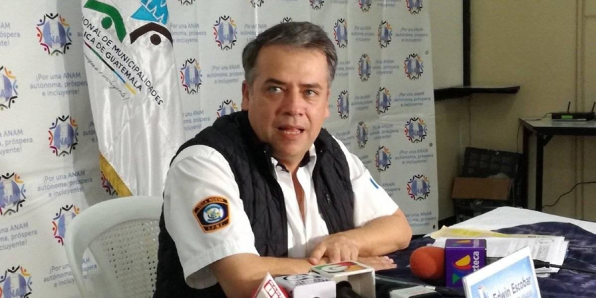 Edwin Escobar y otros alcaldes aportan un mes de salario a favor de damnificados