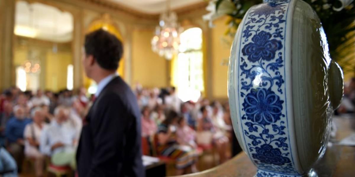 Vendido un jarrón de porcelana chino del siglo XVIII por 4,1 millones de euros en subasta en Francia