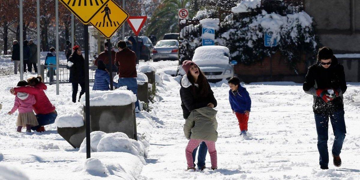 Atentos, apoderados: suspenden clases para este lunes en las comunas precordilleranas de Santiago