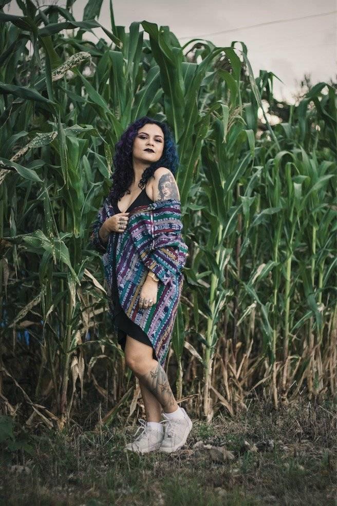 """La cantautora y rapera Rebeca Lane presenta su nuevo álbum: """"Obsidiana"""". Foto: Cortesía"""