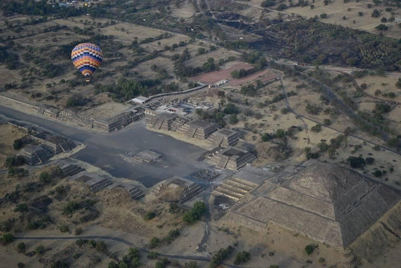 Vuelo en Globo en Teotihuacán. Dreamstime