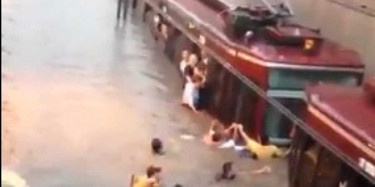 Tormenta colapsa a Guadalajara; se inunda plaza comercial y tren ligero