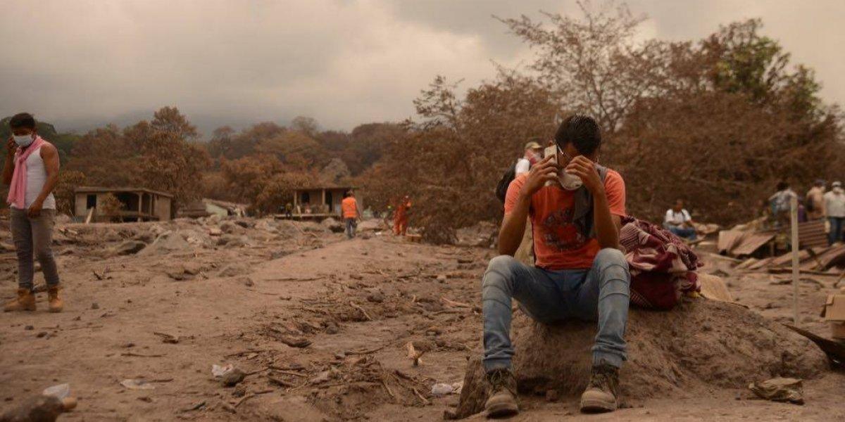 Una semana después de la erupción del volcán de Fuego, el dolor y la incertidumbre son latentes