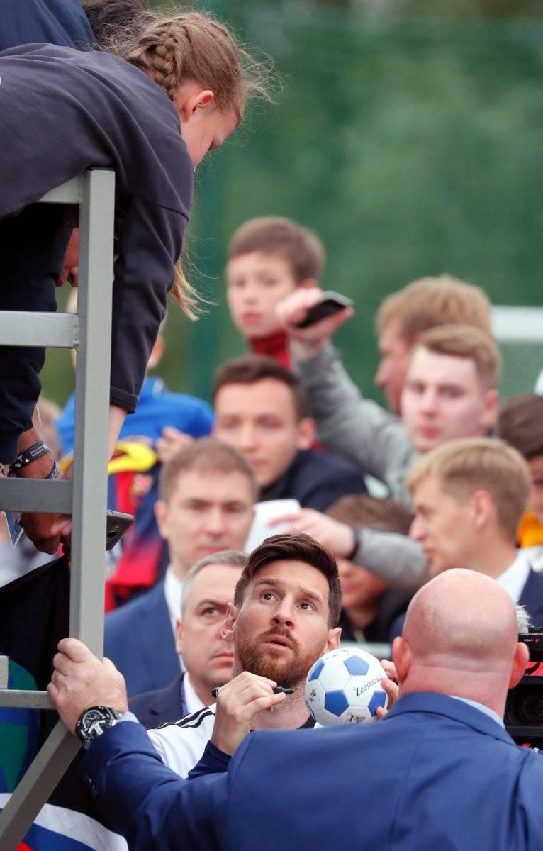 Messi desata la locura en el primer entrenamiento abierto de Argentina EFE