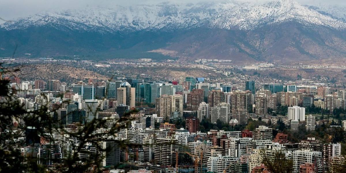 Intensa lluvia, pero nada de nieve: así golpeó el sistema frontal a Santiago durante la madrugada