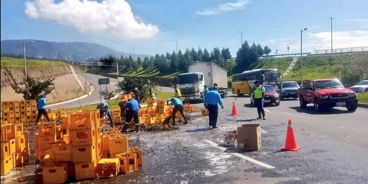 Quito: Cientos de litros de cerveza derramados en la Ruta Viva