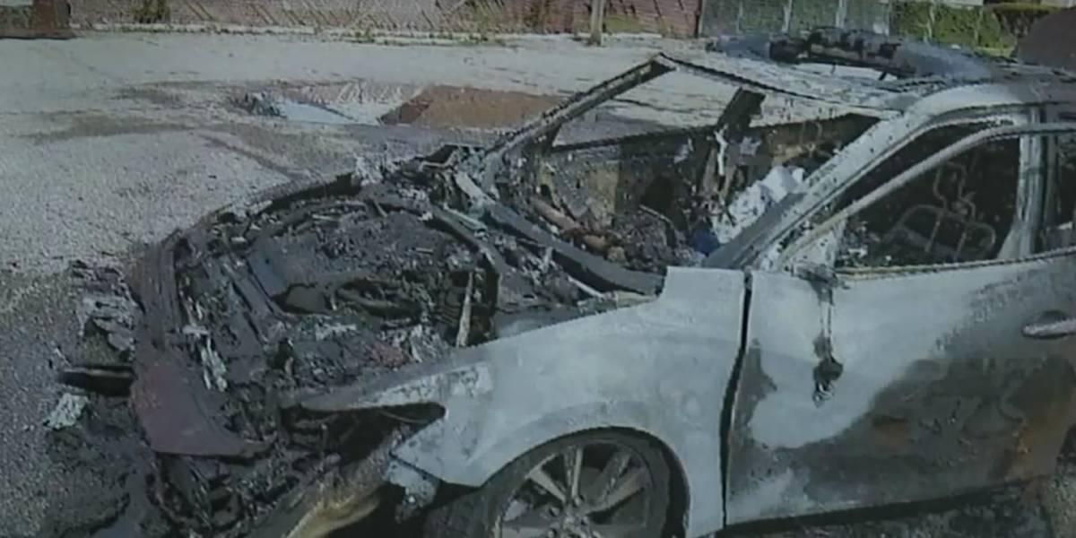 Mujer dice que su Samsung Galaxy explotó y le incendió el auto