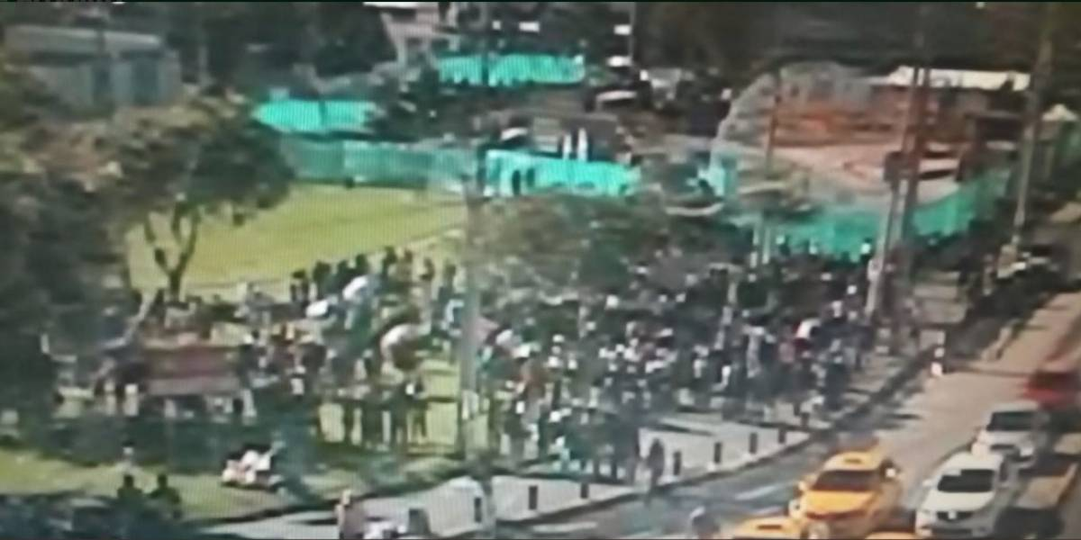 Quito: Inició la marcha de transportistas hacia el Municipio de Quito para demandar alza de pasajes