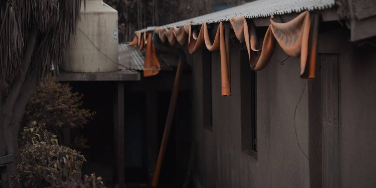 INE: Más de dos mil personas vivían en zonas destruidas por erupción