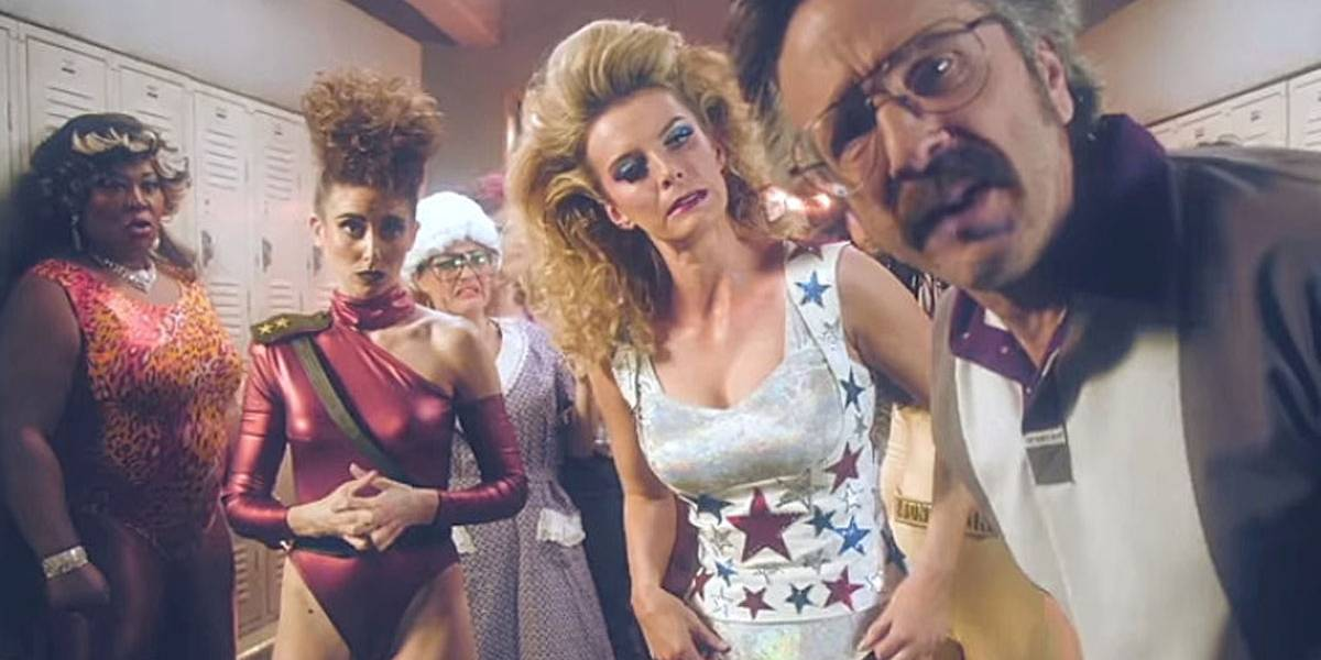 Netflix divulga trailer da segunda temporada de Glow, comédia sobre luta livre feminina