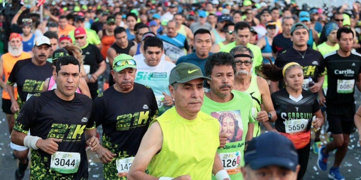 Hombre acuchillado irrumpe en medio maratón de Saltillo solicitando ayuda