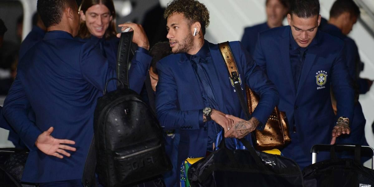 Bagagem luxuosa: mala de mão da Louis Vuitton que Neymar está usando na Rússia custa R$ 17.900