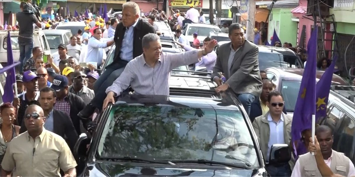 Leonel Fernández recorre barrios del Distrito Nacional