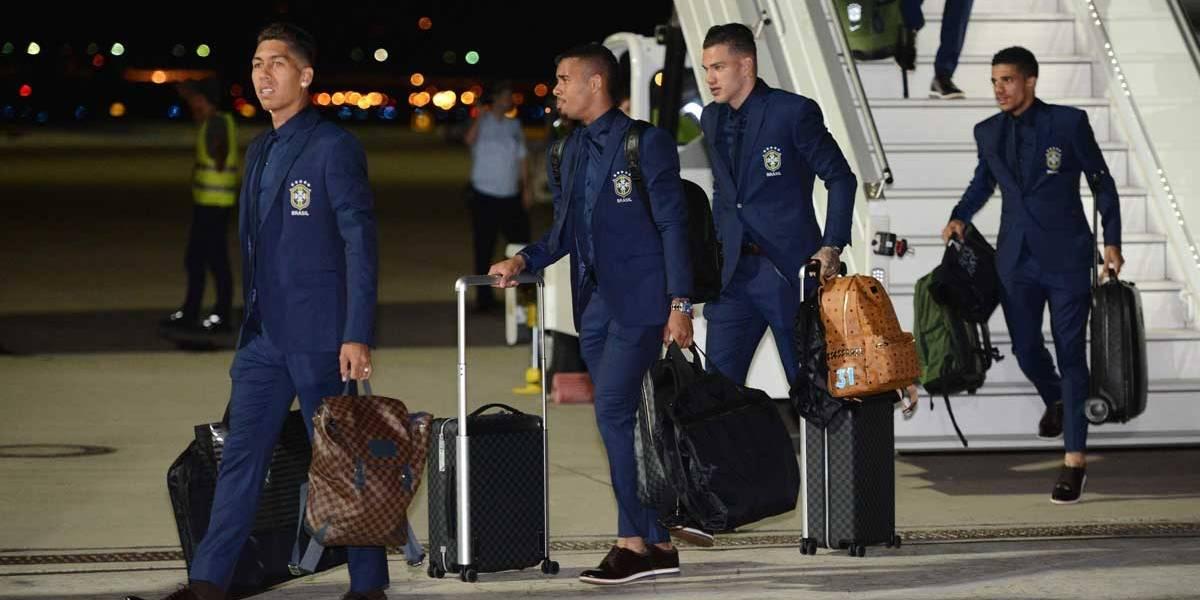 Seleção Brasileira desembarca no Rio de Janeiro na manhã deste domingo