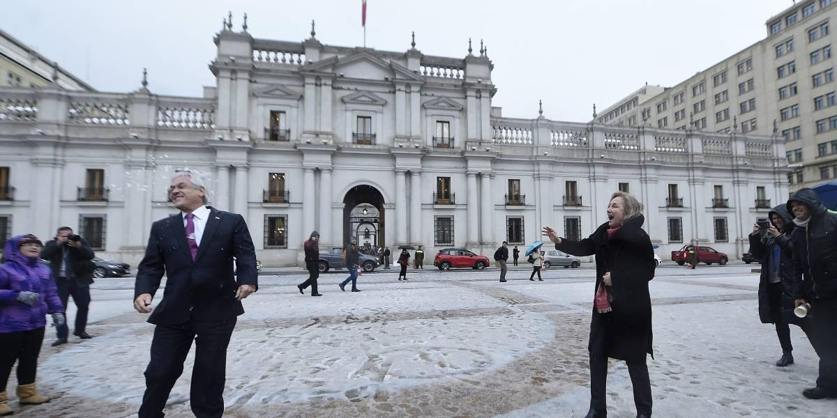 """Nevada en Santiago: Primera dama se """"vengó"""" del Presidente Piñera con un poco de nieve"""