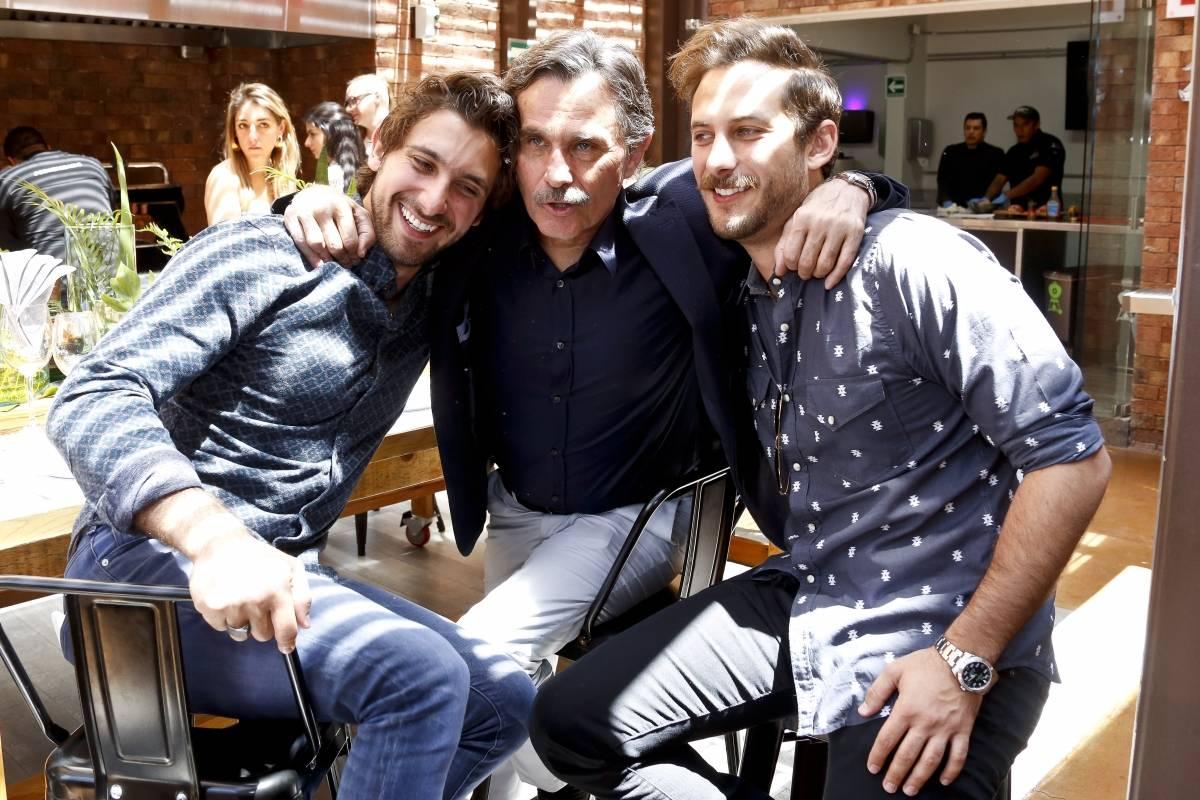 Humberto Zurita junto a sus hijos. JDS