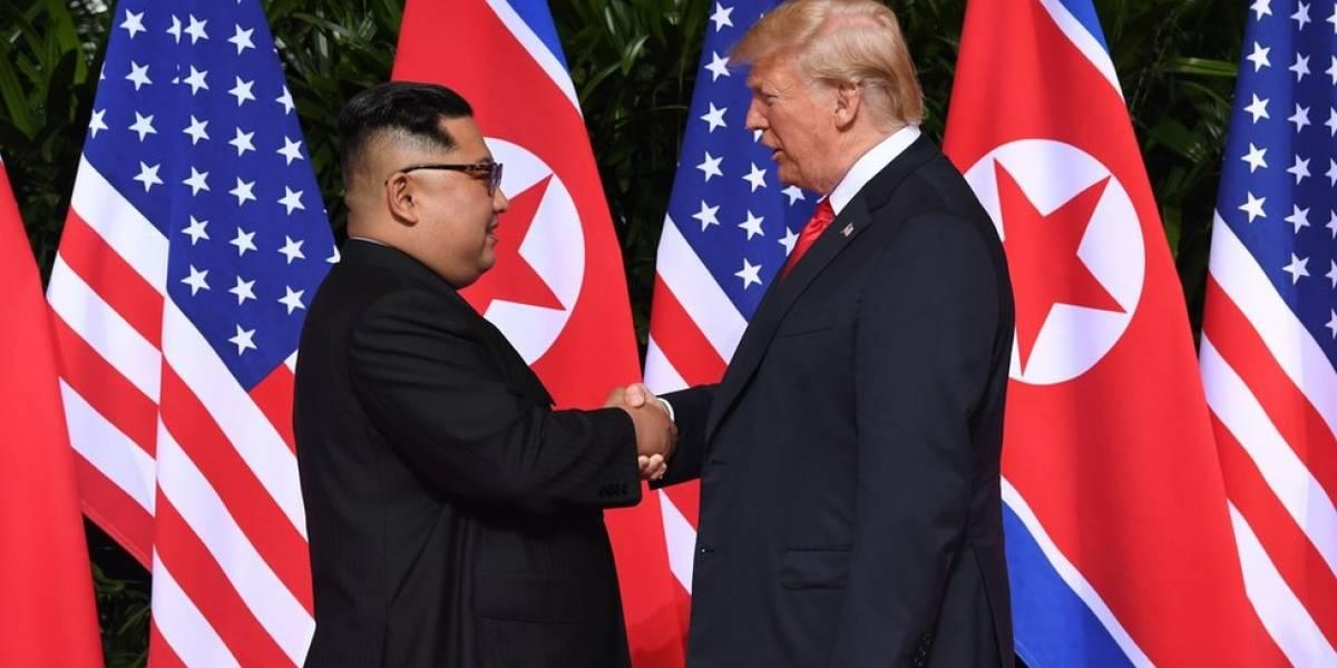 Linguagem corporal de Trump e Kim em reunião mostra cordialidade e desconforto