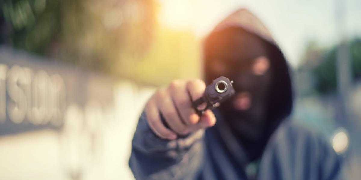 Pasajeros víctimas de robo golpean a presunto ladrón y le cortan la mano