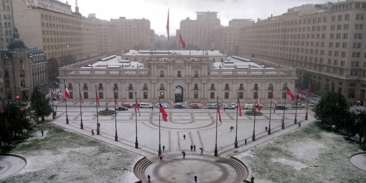 En ningún caso nieve: ¿Qué fue lo que cayó sobre Santiago y tiñó de blanco la capital?